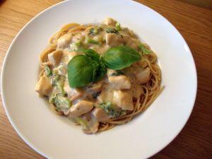pasta med jordnötssås