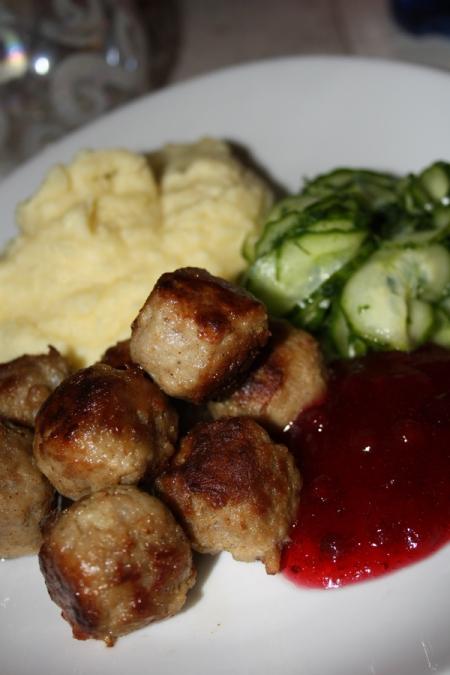 Köttbullar med potatismos2